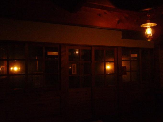 冬のランプの宿青荷温泉健六の湯夜の脱衣所