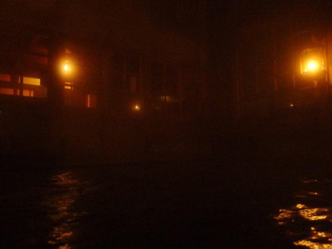 冬のランプの宿青荷温泉健六の湯夜闇の中ぼんやりとランプの灯る湯浴み