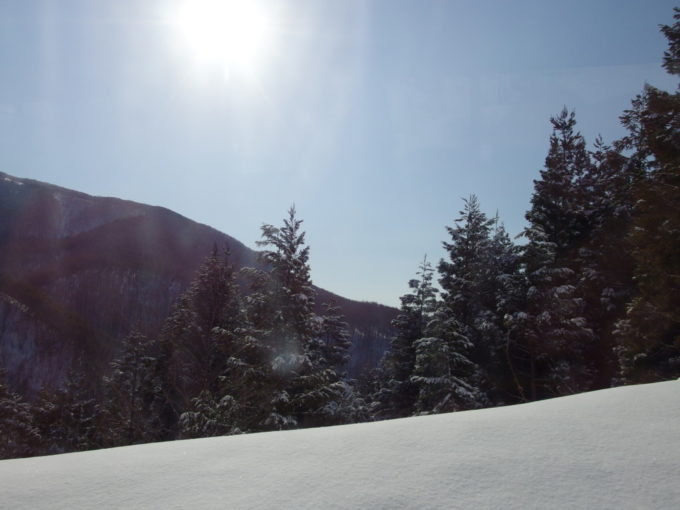 ランプの宿青荷温泉送迎バス車窓から眺める雄大な雪景色