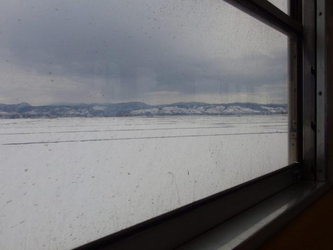 弘南鉄道弘南線に揺られて眺める冬の田園