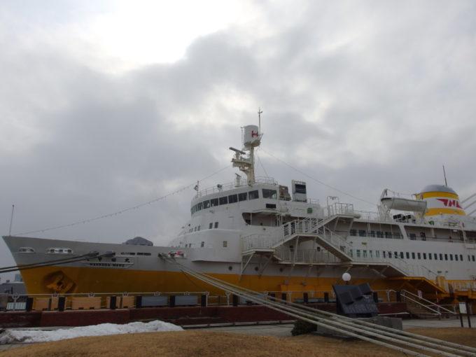 雪の全くない冬の青森青函連絡船海峡の女王八甲田丸