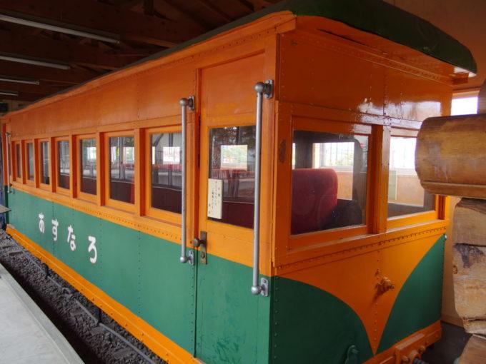 青森市森林博物館保存された林鉄あすなろ号当時はやりの湘南色