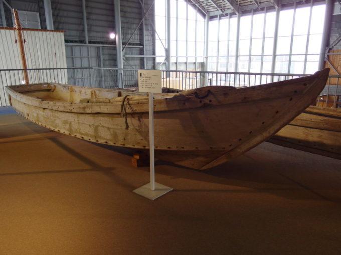 あおもり北のまほろば歴史館国指定の重要有形民俗文化財のムダマハギ型漁船