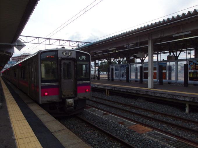 青森駅から奥羽本線701系普通列車で新青森駅へ