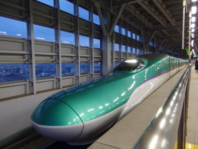 新青森駅H5系はやぶさ号東京行き