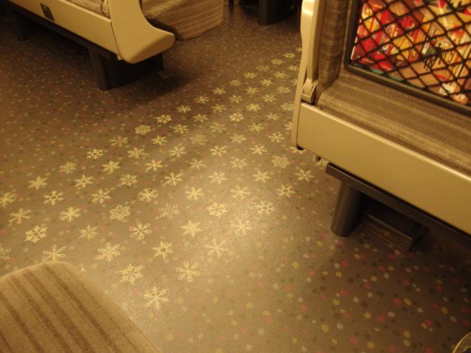 H5系の床に舞う雪の結晶