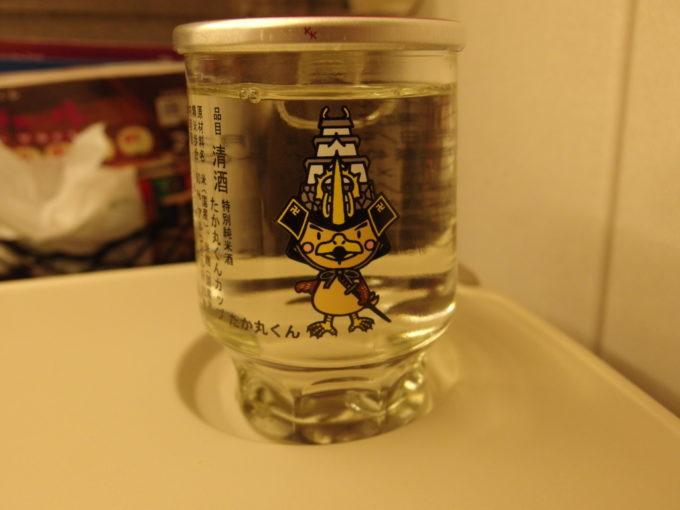 H5系はやぶさ号車内で六花酒造たか丸くん特別純米ワンカップを