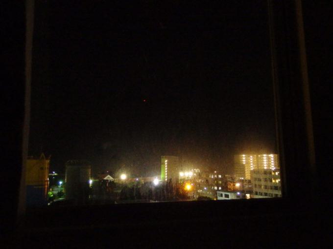 ベッセルホテル石垣島客室から眺める夜の港湾の灯り