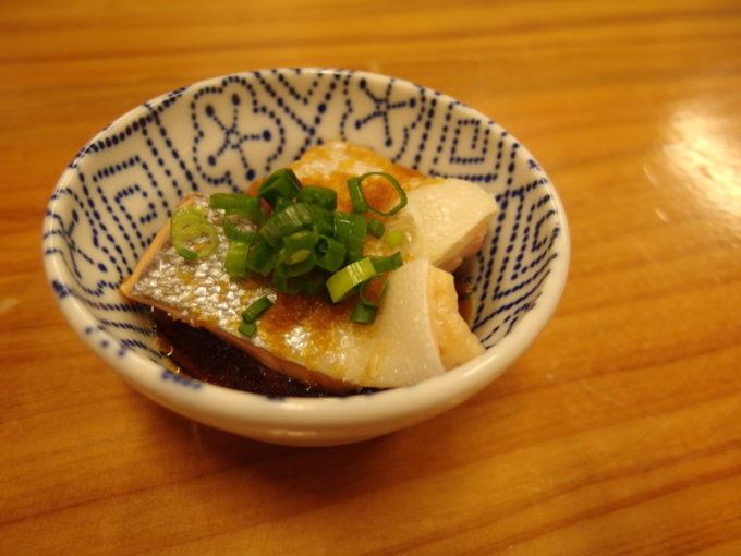 石垣島居酒屋まだんばし家お通しの鮭ハラスぽん酢