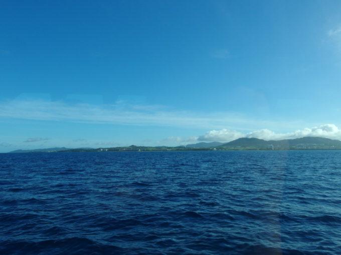 6月下旬人の少ない石垣島八重山観光フェリーから眺める石垣島
