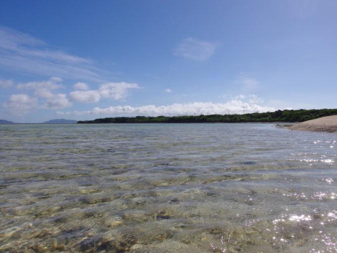 6月下旬人のいない竹富島貸し切り状態のコンドイビーチで海に浸かる