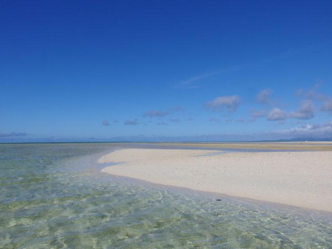 6月下旬人のいない竹富島干潮時に現れる小島に上陸