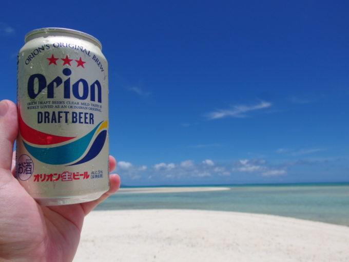 6月下旬人のいない竹富島コンドイビーチでオリオンビール
