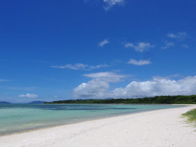 6月下旬人のいない竹富島鮮烈なまばゆさに包まれるコンドイビーチ