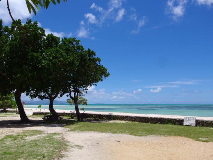 6月下旬人のいない竹富島青く染まるコンドイビーチに別れを告げる