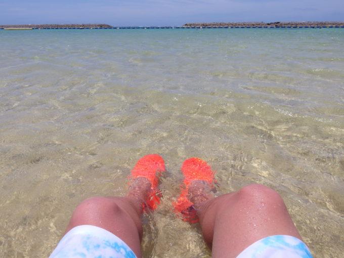 6月下旬人の少ない石垣島市街地ながら海のきれいな真栄里ビーチ
