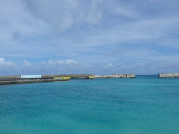 6月下旬人の少ない有人島日本最南端波照間島港の海ですらこの青さ