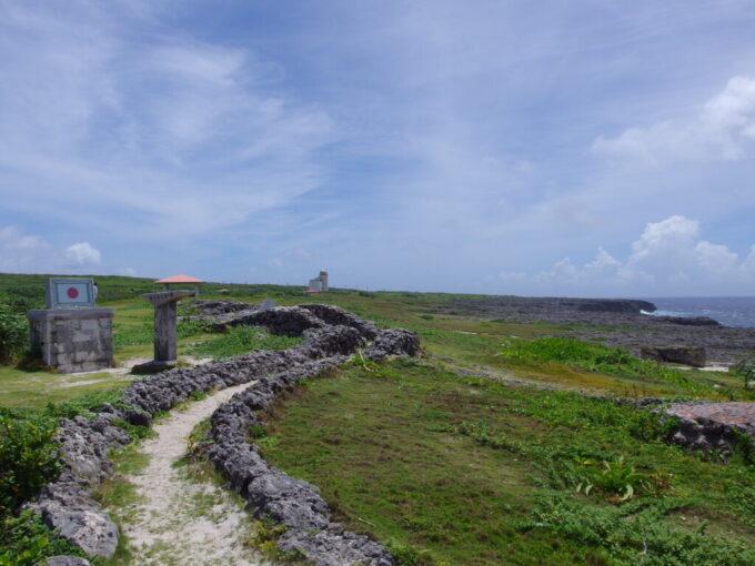 6月下旬人の少ない有人島日本最南端波照間島強く風の吹く最南端之碑
