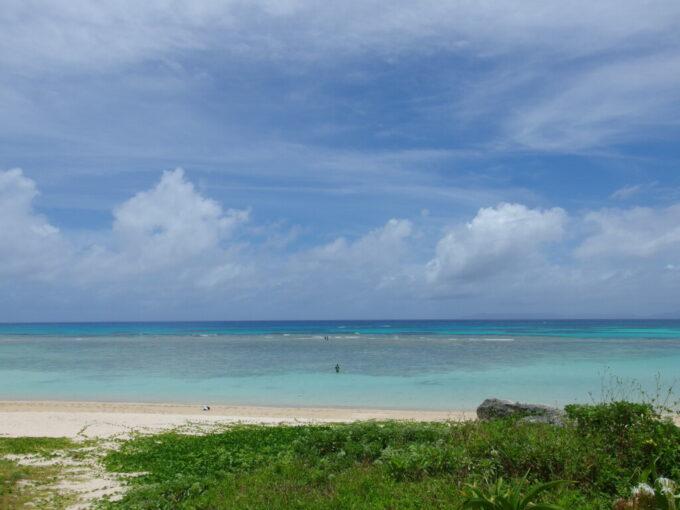 6月下旬人の少ない有人島日本最南端波照間島波照間ブルーと賞されるニシ浜の海