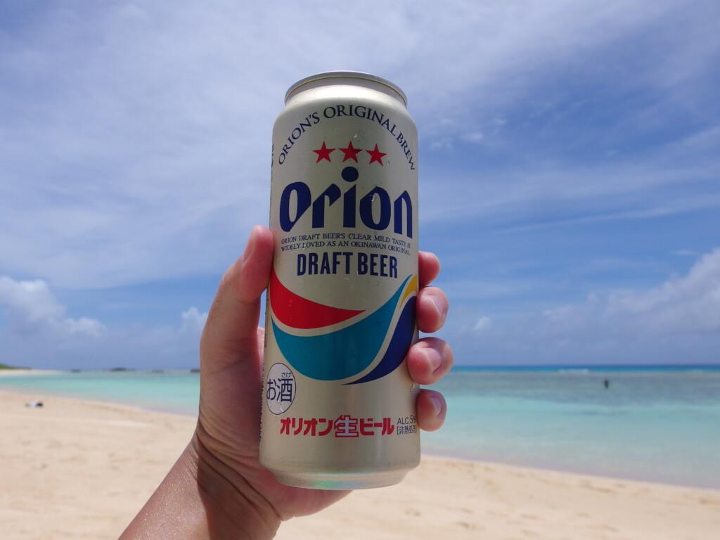 6月下旬人の少ない有人島日本最南端波照間島ニシ浜の波照間ブルーを愛でながら飲むオリオンビール
