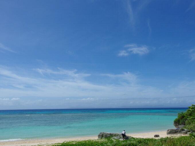 6月下旬人の少ない有人島日本最南端波照間島シルキーな青さに染まるニシ浜の海