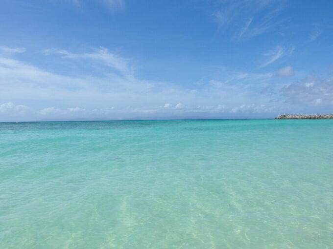 6月下旬人の少ない有人島日本最南端波照間島ニシ浜で波照間ブルーと一体化する
