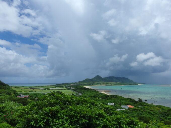6月下旬人の少ない石垣島玉取崎展望台から望むフィリピン海と東シナ海
