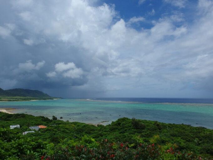 6月下旬人の少ない石垣島雨上がりの玉取崎から望む珊瑚礁