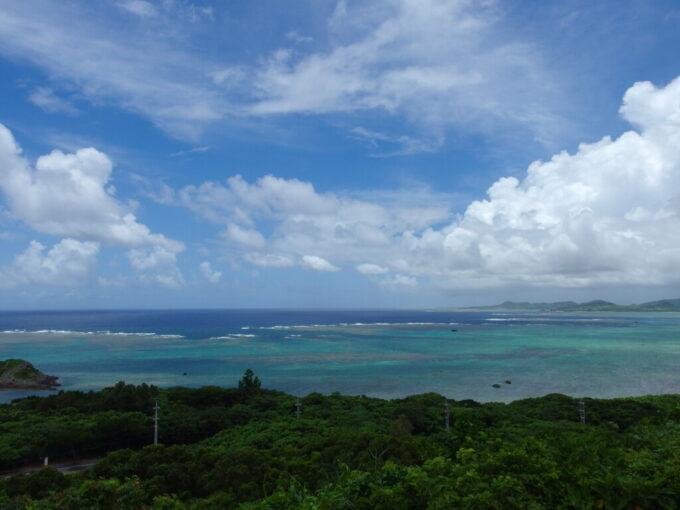 6月下旬人の少ない石垣島玉取崎無数の青さのグラデーションに染まるフィリピン海