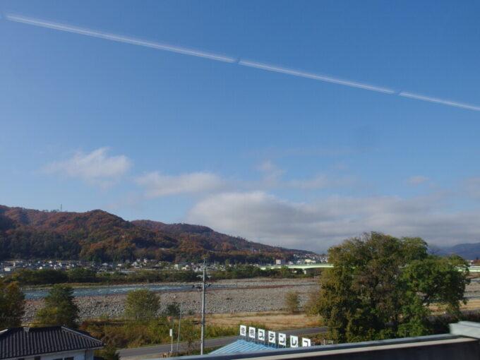 E7系あさま号車窓から眺める秋の千曲川