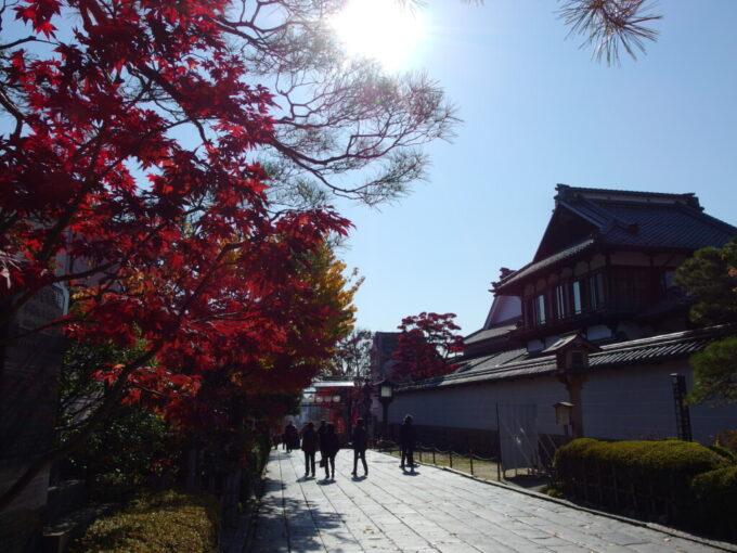 11月中旬信州善光寺参道の紅葉に別れを告げ長野駅へと戻る