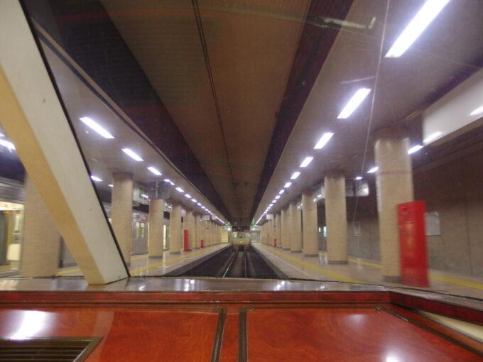 長野電鉄ゆけむり号後展望に座り長野駅を出発