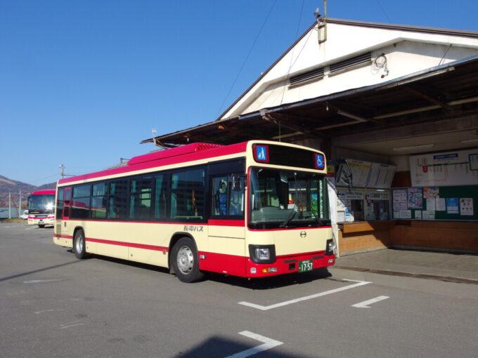 11月中旬湯田中駅キップを買い長電バス白根火山線ほたる温泉行きに乗車
