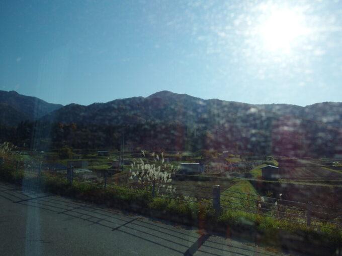 11月中旬秋の信州長電バス車窓に広がる秋の田園風景