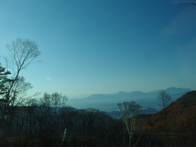 11月中旬長電バス白根火山線車窓に広がる秋の雄大な景色