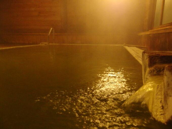 熊の湯ホテル碧落夜の渋い雰囲気