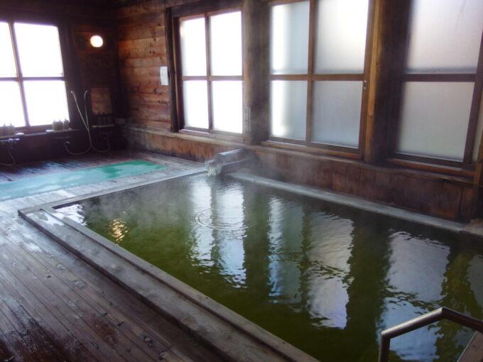 志賀高原熊の湯ホテル翠玉内湯