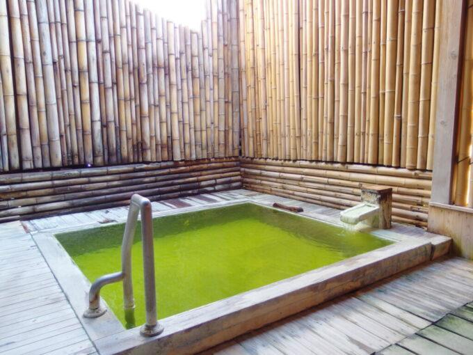 志賀高原熊の湯ホテル翠玉露天風呂