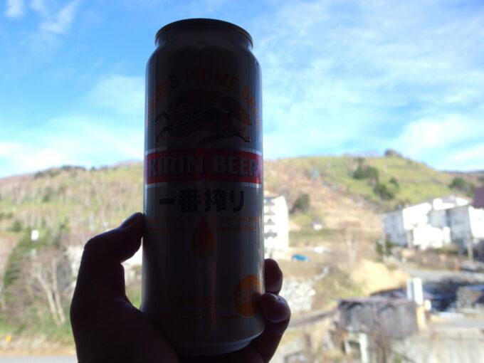 11月中旬志賀高原熊の湯秋晴れをつまみに飲む湯上りのビール