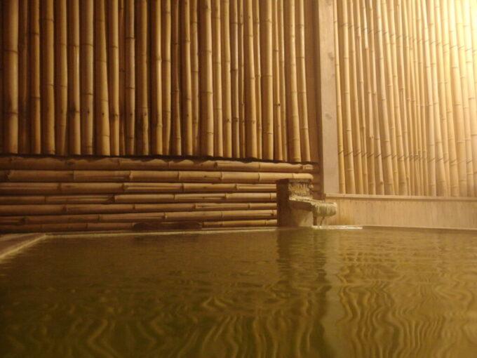 志賀高原熊の湯夜の風情漂う翠玉露天風呂