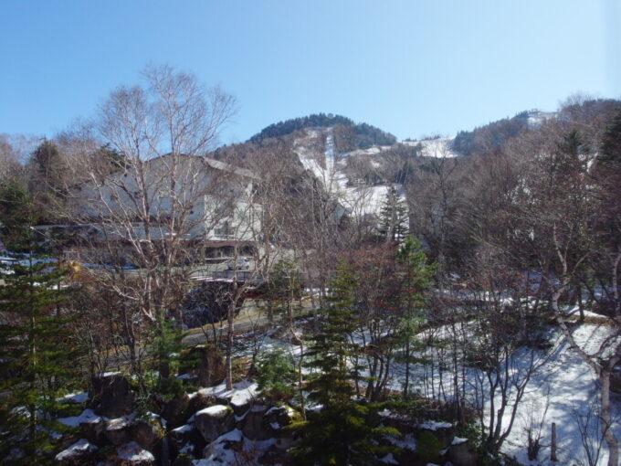 11月中旬志賀高原熊の湯雪化粧をしたゲレンデ
