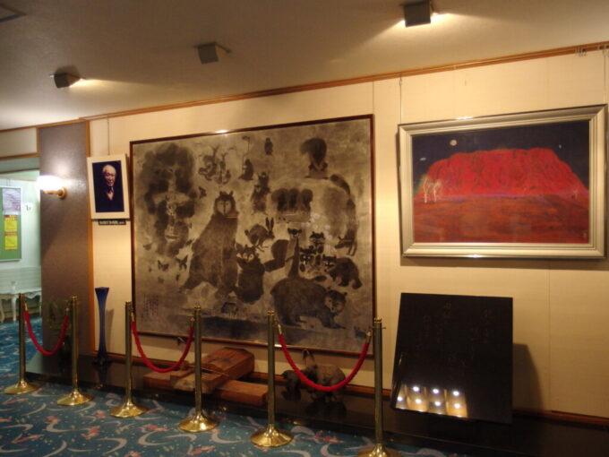 11月中旬志賀高原熊の湯ロビーに飾られた大きな熊の絵