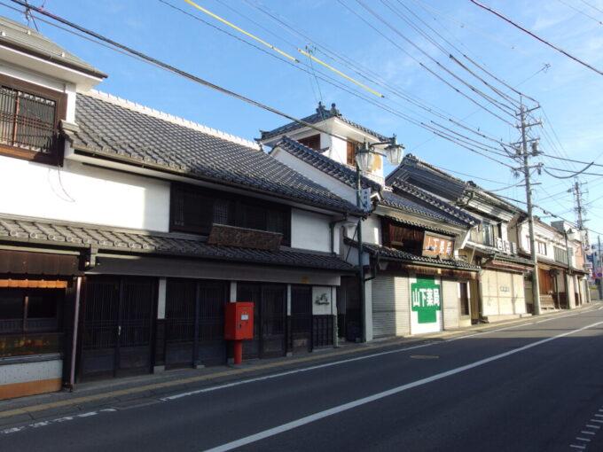 11月中旬須坂街に多く残る蔵