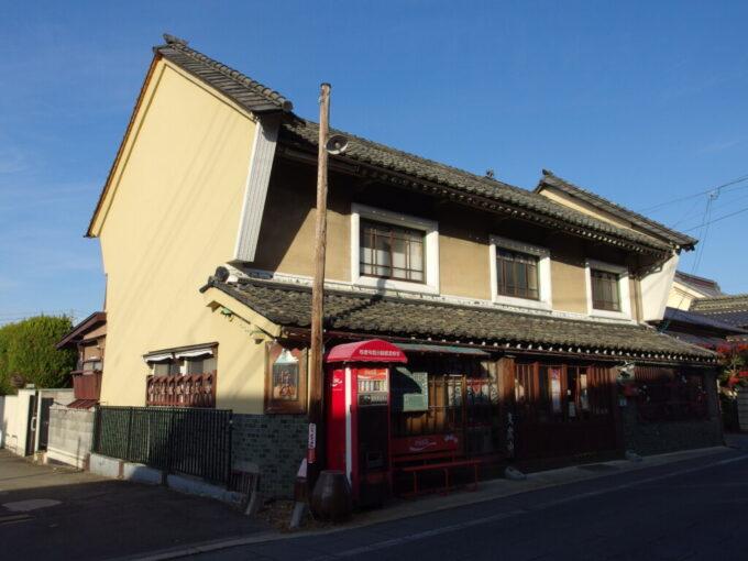 11月中旬の須坂独特な佇まいの枠屋の建物