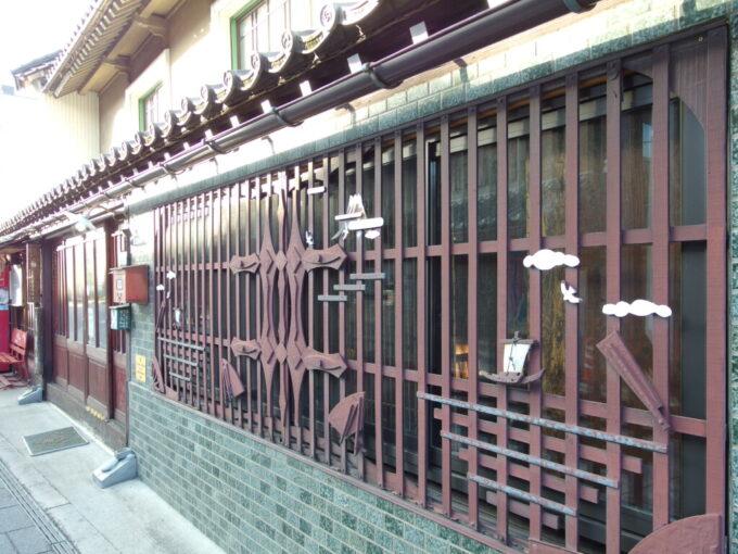 11月中旬の須坂枠屋の美しい窓の格子