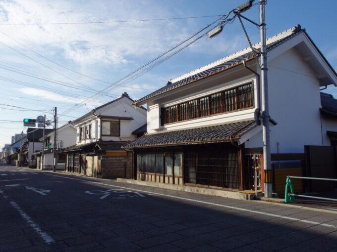 11月中旬の須坂いたるところに蔵の点在する街