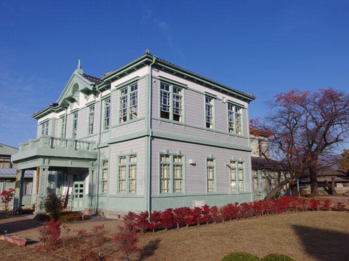 11月中旬の須坂旧上高井郡役所の繊細美