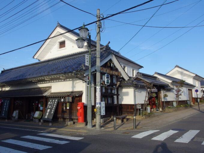 11月中旬の須坂遠藤酒造場の立派な蔵