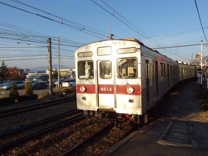 西日を受け輝く長野電鉄旧東急8500系